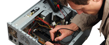 photodune-2085127-professinal-repairing-a-pc-m